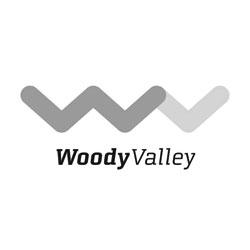 Das Bild zeigt das Logo der Firma Woody Valley. Die Firma stellt Ausrüstung und Gurtzeuge zum Gleitschirmfliegen her.