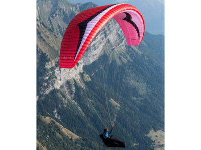 EN-B Schirm Gin Gliders Explorer Gleitschirm im Flug von der Seite