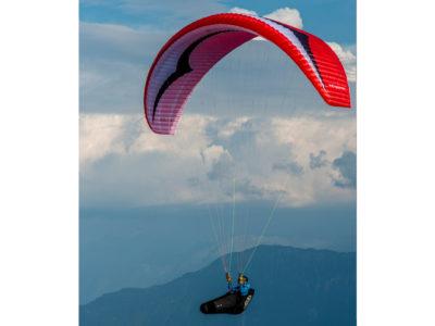 EN-B Schirm Gin Gliders Explorer Gleitschirm mit Liegegurtzeug im Flug