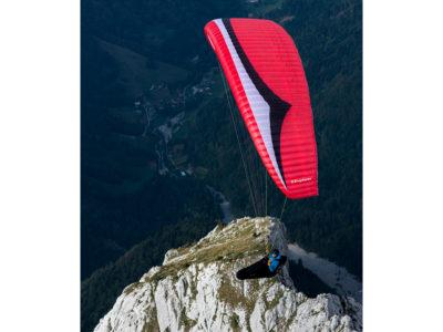 EN-B Schirm Gin Gliders Explorer Gleitschirm mit Liegegurt im Flug