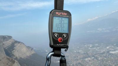 Syride Sys GPS V3 Vario mit Gurthalterung zum Gleitschirmfliegen