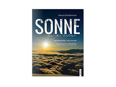 Das Bild zeigt das Cover des Gleitschirm Buch Sonne über den Wolken
