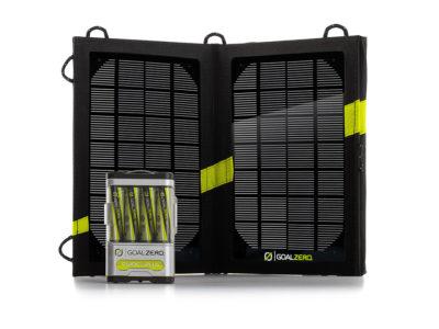 Solarzelle Goal Zero Guide 10 zum Aufladen von elektrischen Geräten beim Gleitschirmfliegen