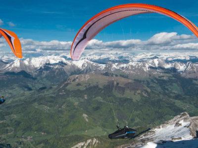 EN-D CCC Wettkampfschirm Gin Gliders Boomerang 11 Gleitschirm im Streckenflug in den Alpen mit Liegegurtzeug