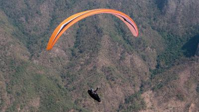 EN-D CCC Wettkampfschirm Gin Gliders Boomerang 11 Gleitschirm im Flug mit Liegegurtzeug