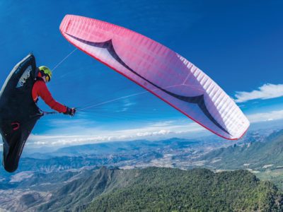 Gin Gliders Sprint 3 EN-B Gleitschirm im Flug mit Liegegurt