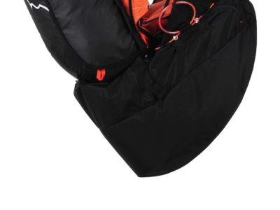 Das Bild zeigt das Leichgurtzeug und Wendegurtzeug Gin Gliders Yeti Convertible 2 mit optionalem Airbag. es eignet sich zum Bergsteigen und für Hike and Fly und hat ein großes Mass an Sicherheit.