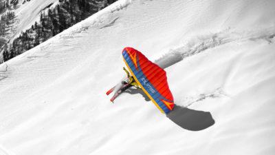 Swing Spitfire 2 Paraglider beim Speedriden im Tiefschnee