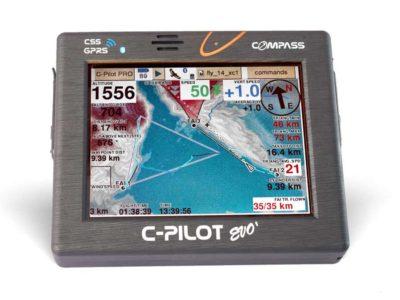 Das Bild zeigt das Vario Compass C-Pilot Evo. Es eignet sich sehr gut zum Gleitschirmfliegen und hat einen großen Farbbildschirm.